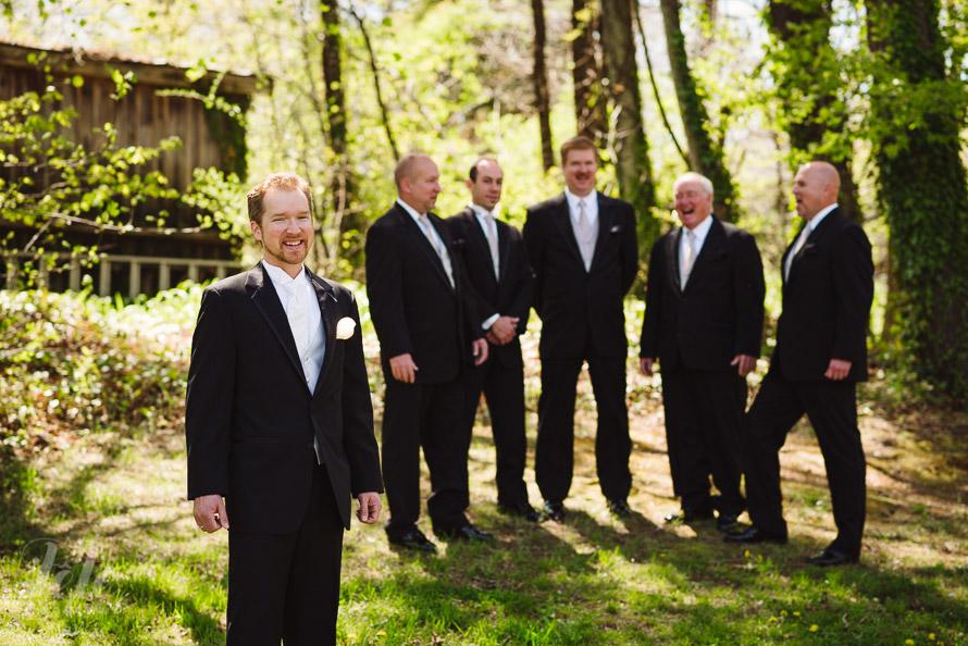 02-groomsmen-at-lake-tomahawk