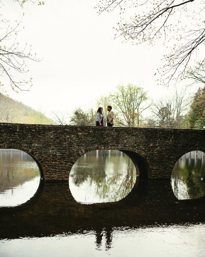 05-engagement-photo-with-bridge