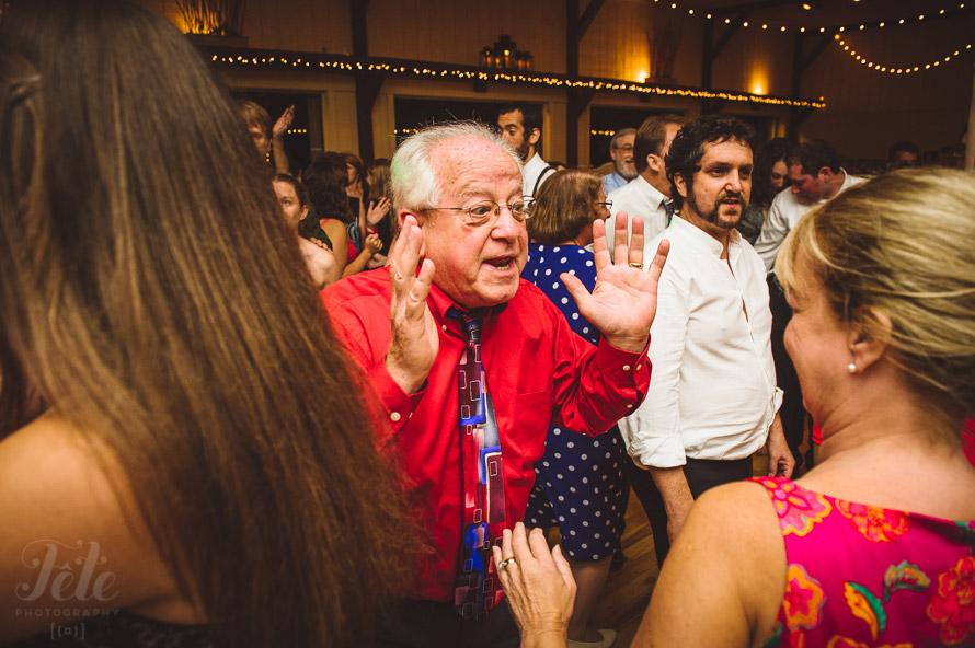 52-guests-dancing