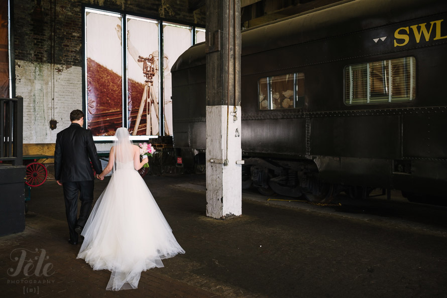 26-georgia-state-railroad-museum-wedding-photo