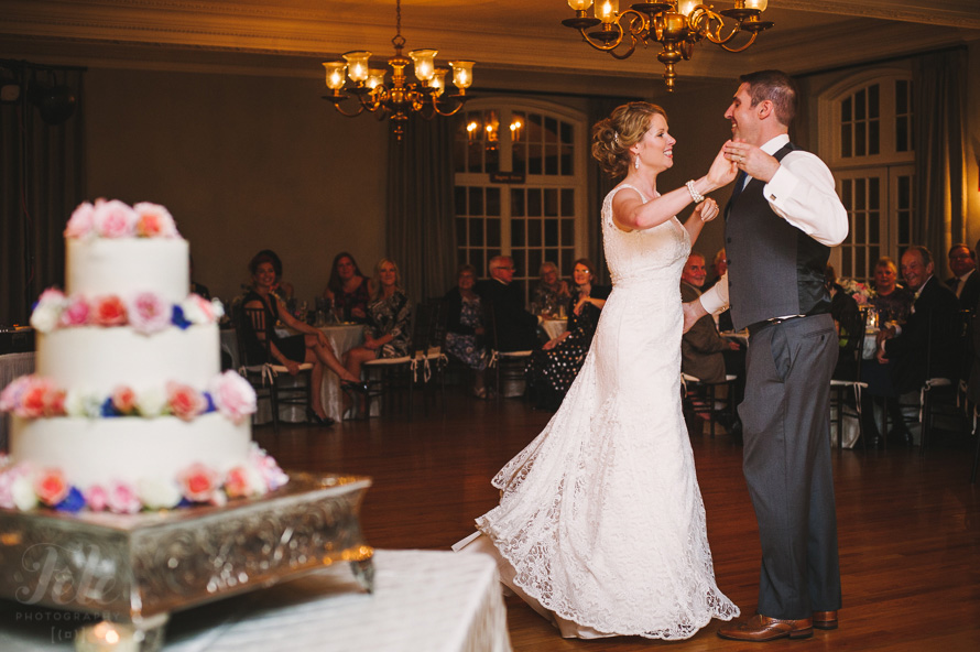 24-grove-park-inn-country-club-wedding-first-dance