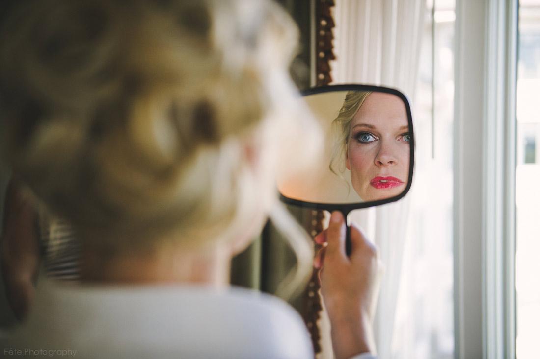 01-candid-bride-looking-in-mirror