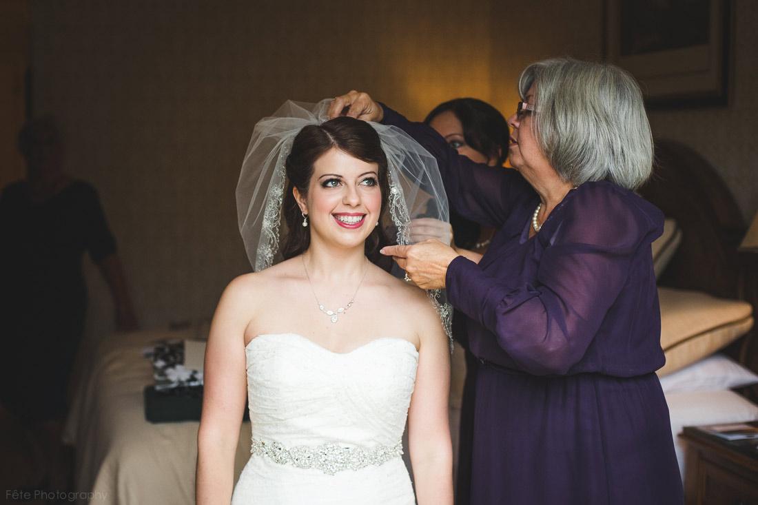 07-bride-smiling-veil