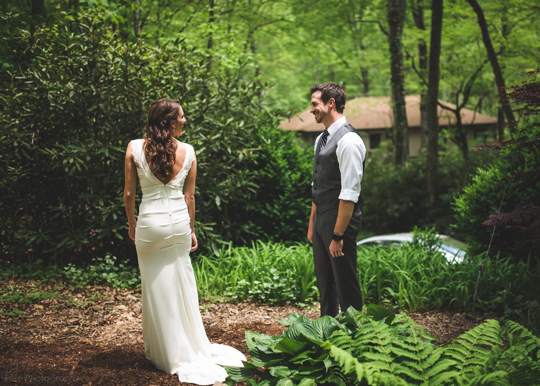 06 First Look Photo Wedding