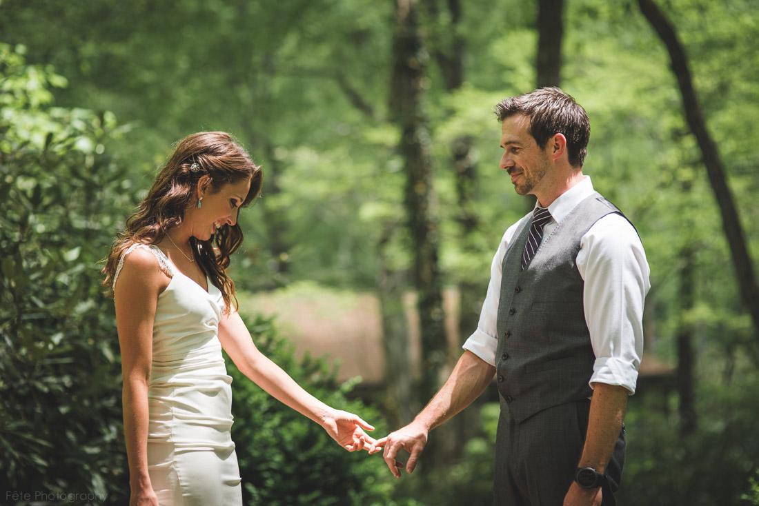 07-emotional-first-look-weddings