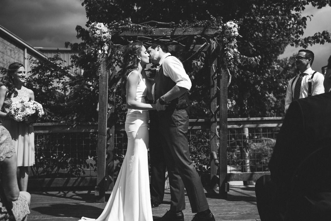 21-first-kiss-highland-brewing-company-wedding