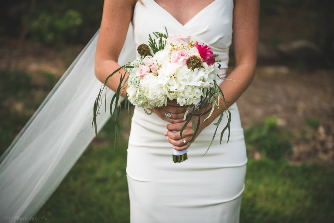 04-bouquet-in-brides-hands