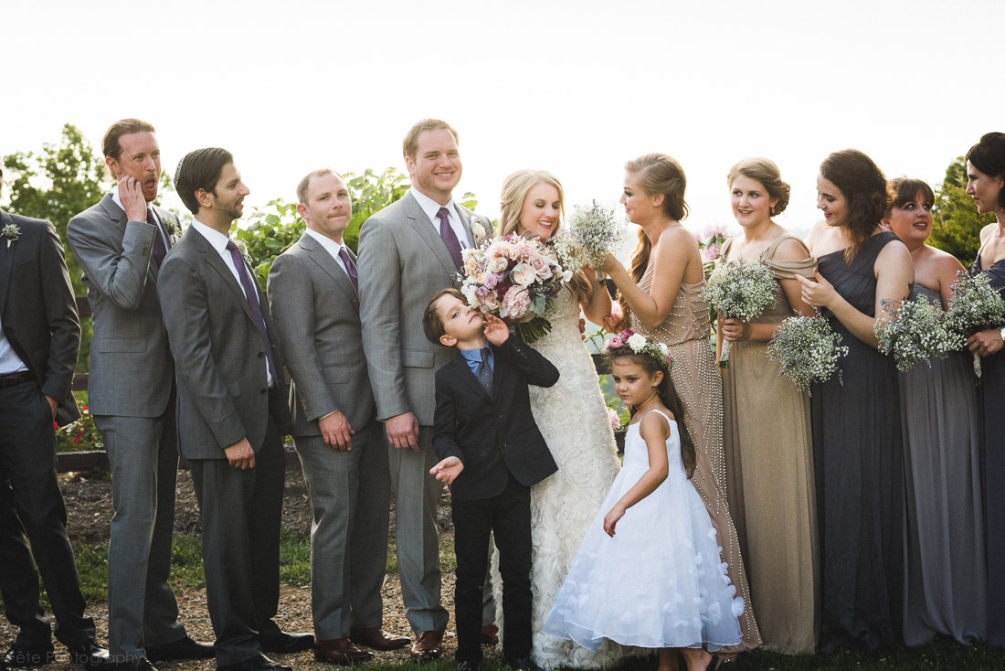 24-candid-wedding-party-photos