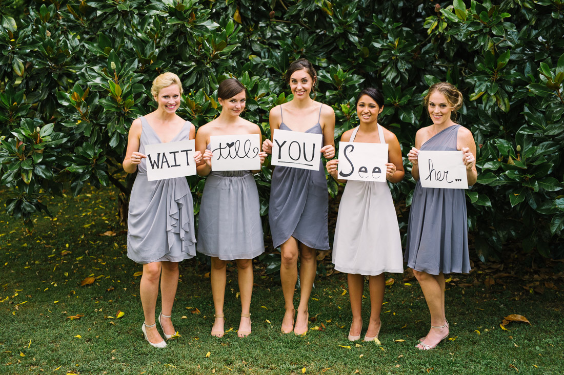 04 Bridesmaids Holding Signs Fete Photography