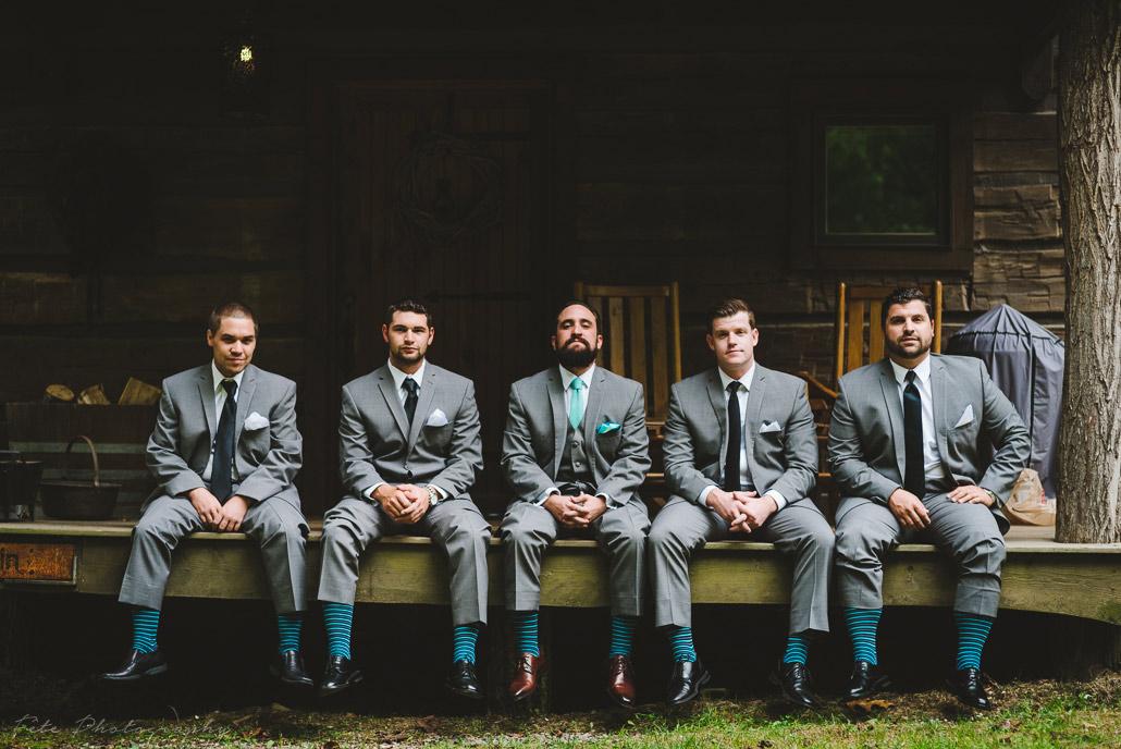 06-groomsmen-with-cool-socks