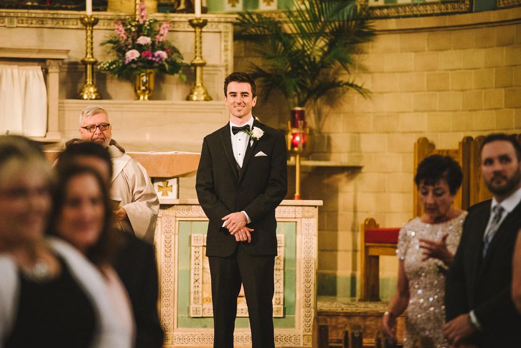 04-groom-sees-bride