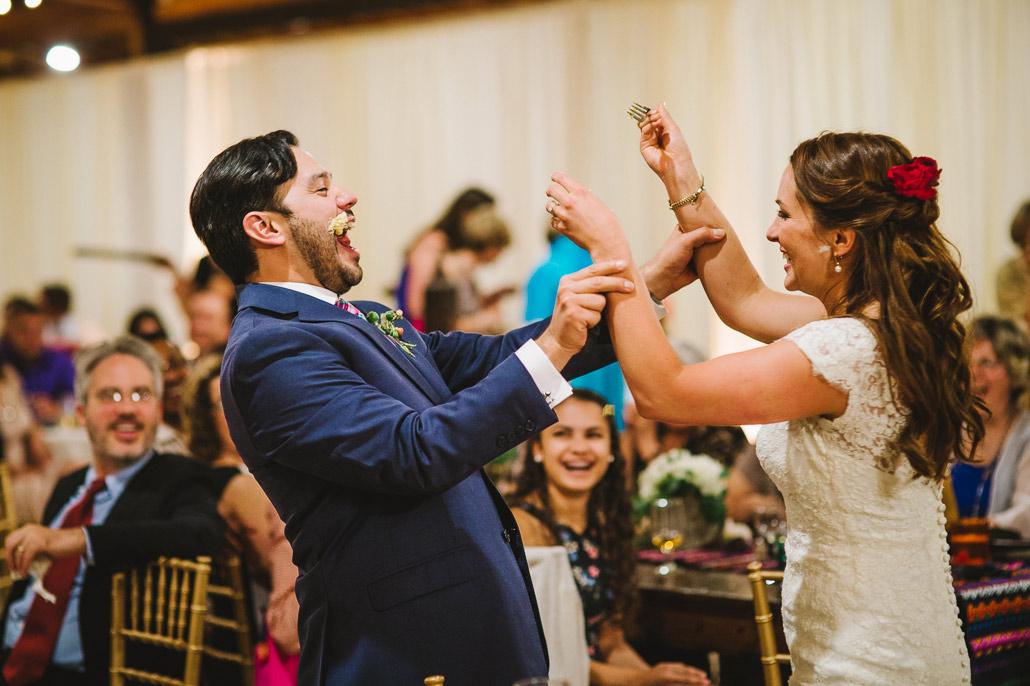 35-cake-feeding-wedding