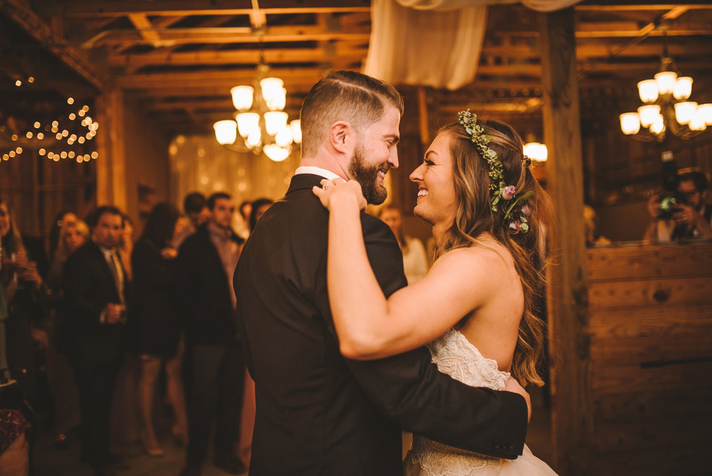 26-first-dance-at-wedding
