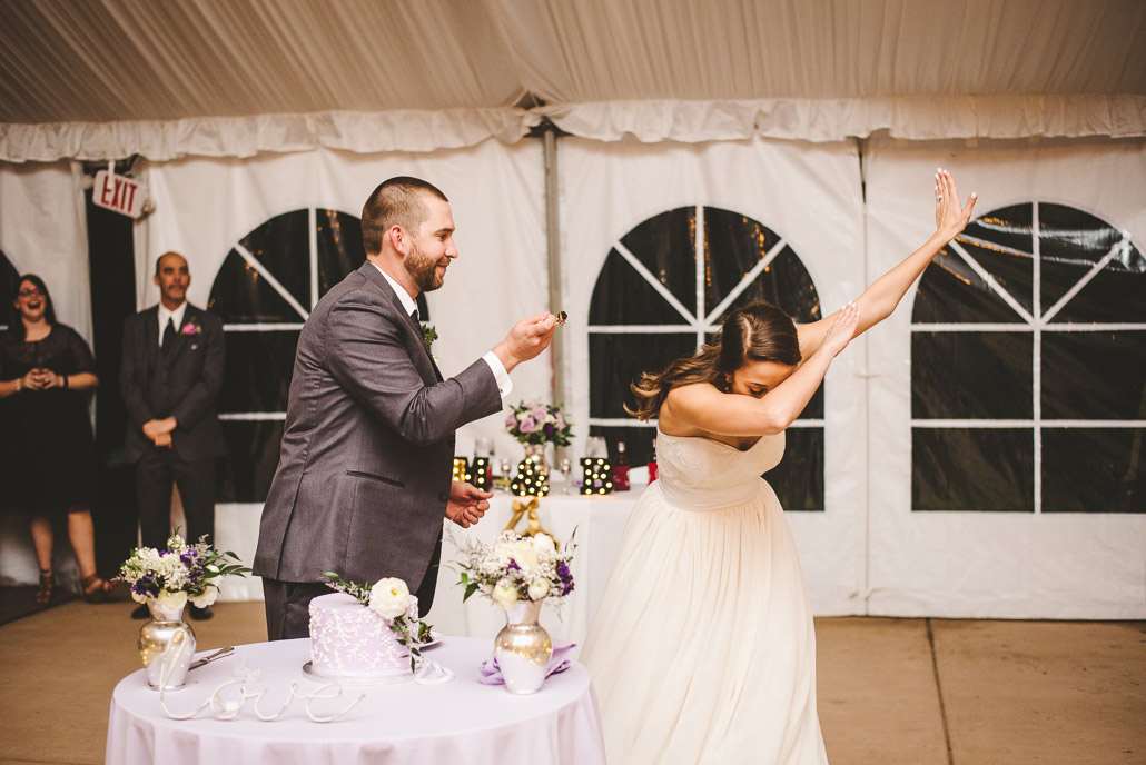 30-dabbing-at-weddings