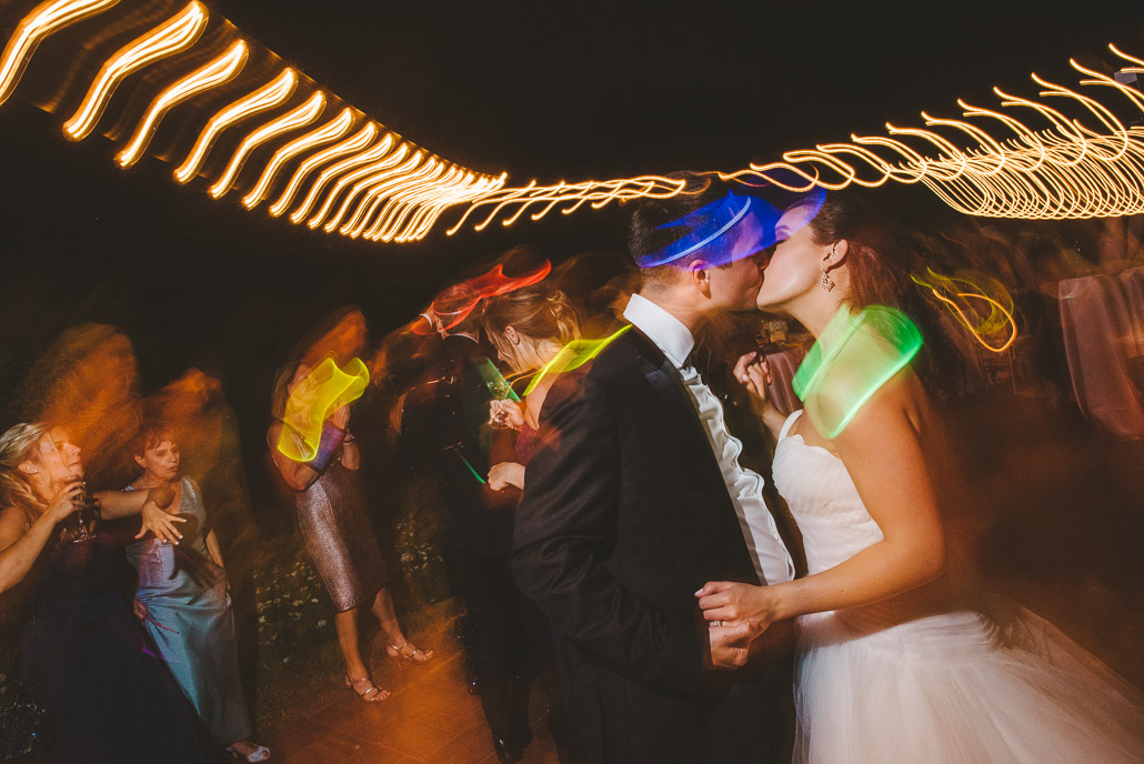 41-glowsticks-wedding-photography