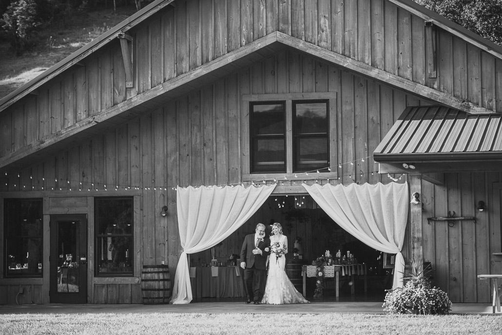 13-claxton-farm-wedding