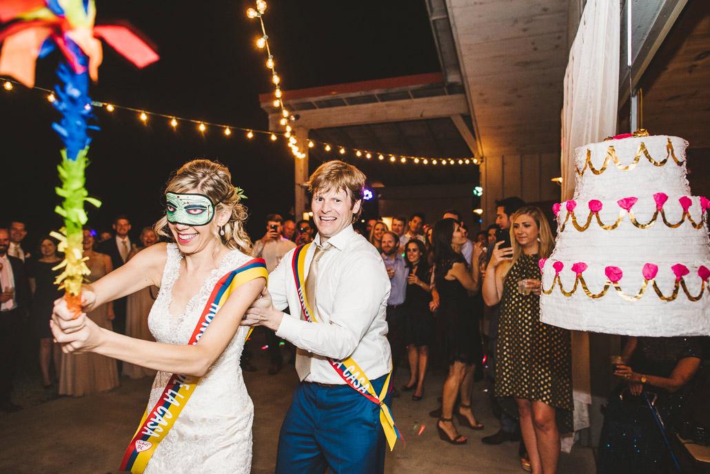 38-pinata-at-weddings