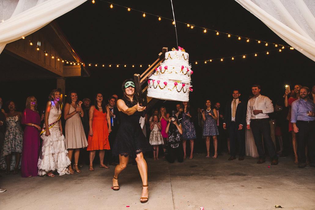 39-wedding-pinata-fun