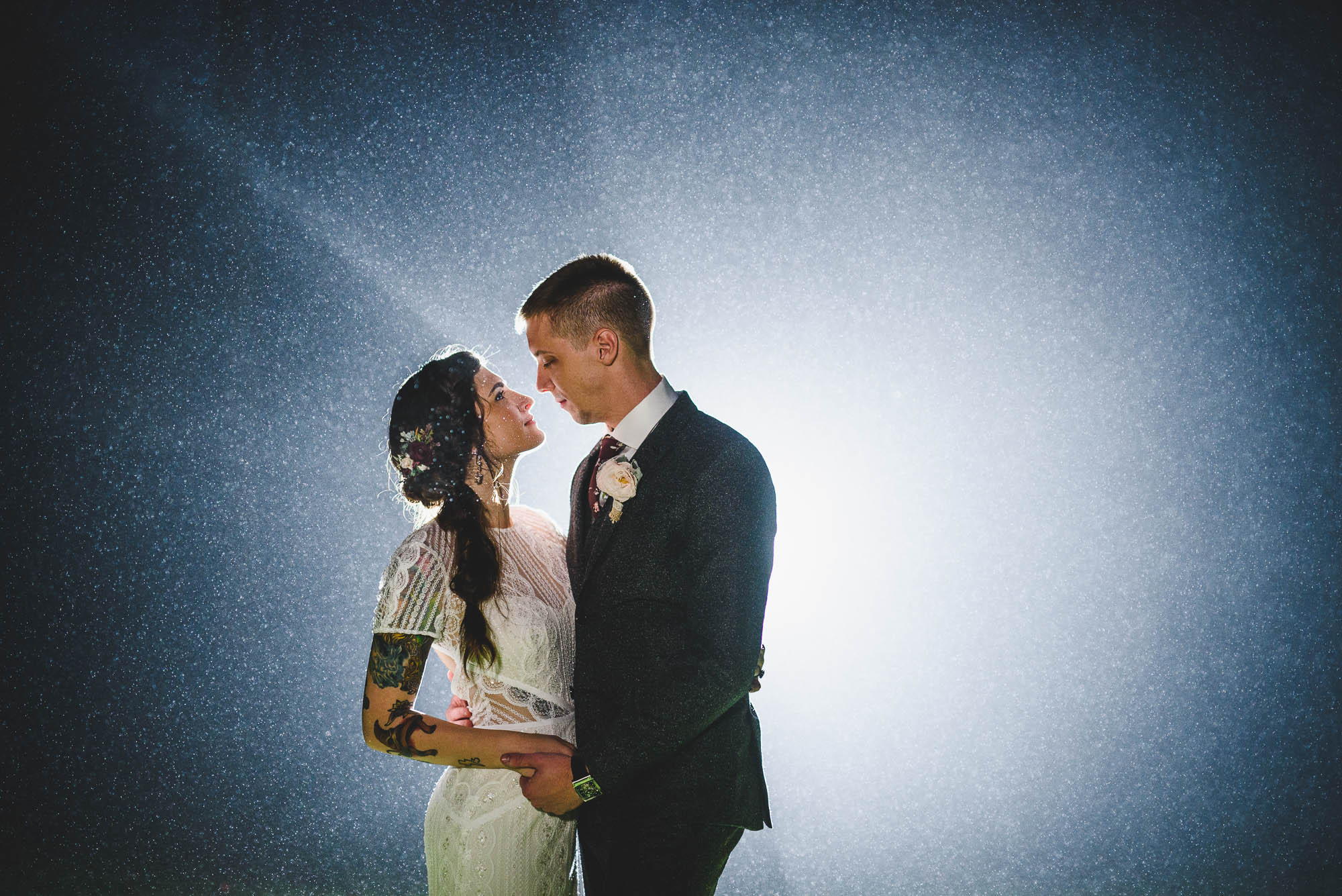 wedding photo back lighting